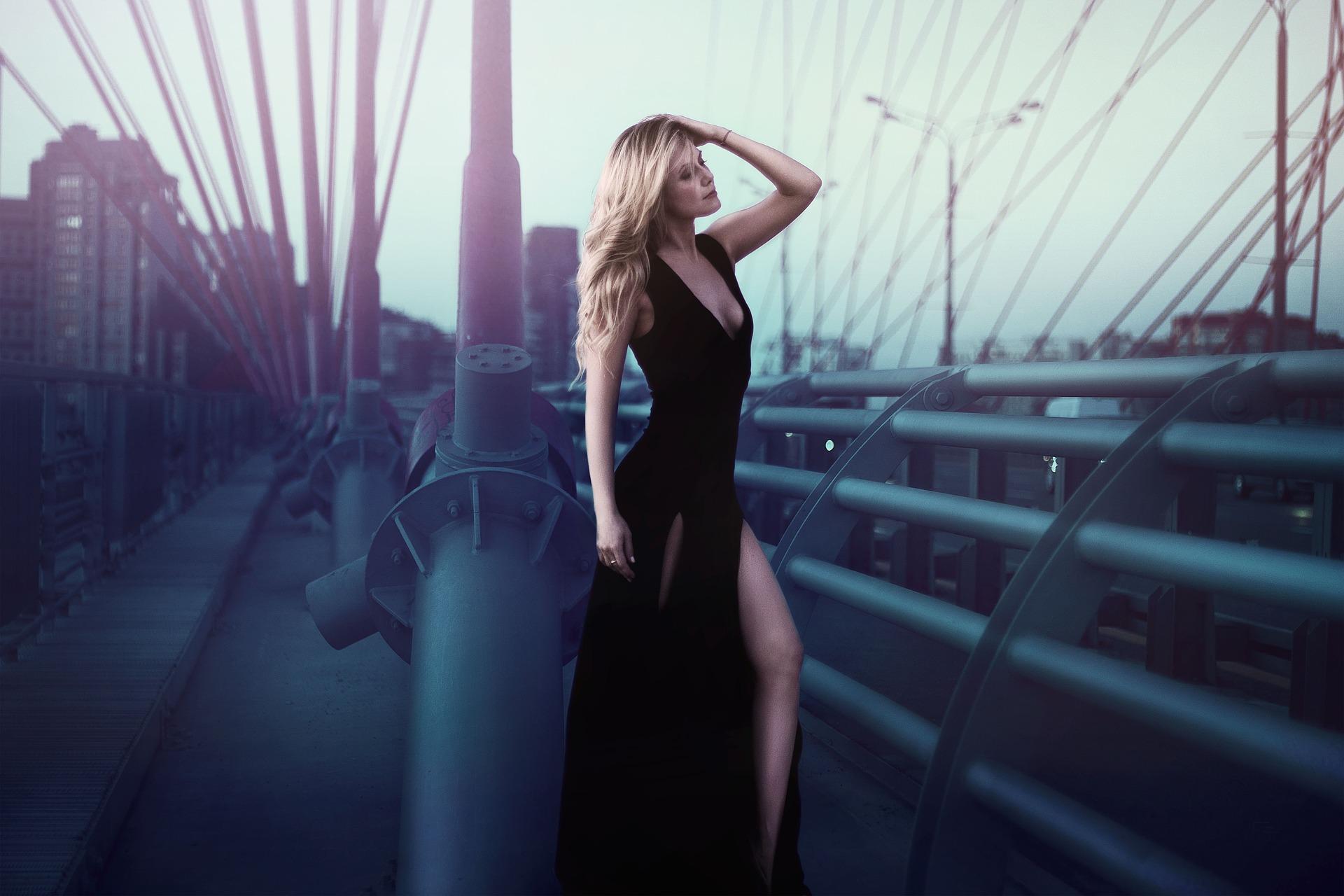 long-black-dress-1388567_1920